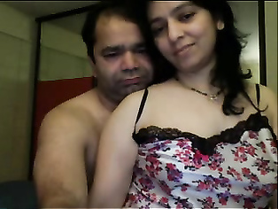 Sexy doodhwali bhabhi flashing big tits by removing her pink bra