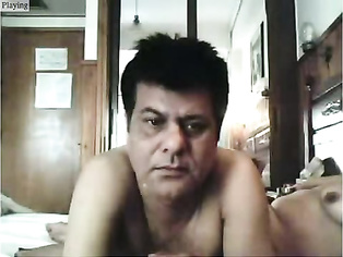 Amateur Pakistani couple from London naked on webcam showing off their sexual adventure.