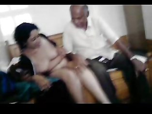 Hot gujrato girl neha with her boyfriend manu in park showing her big juicy breast with big nipple