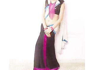 Sexy young indian girl teaching how to wear drapel saree!.