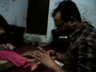 Self recorded video of married Indian couple fucking on camera leaked online from their stolen camera.