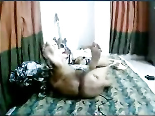 Indian babe Ummi on live cam show spreading her legs wide fingering her shaved pussy fucking herself off!.