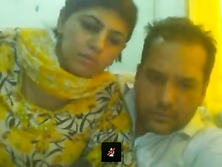 Pakistani couple on skype doing a sex chat with public.