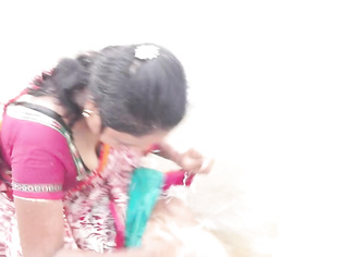 Wet Aunty At Juhu Beach - Movies. video2porn2