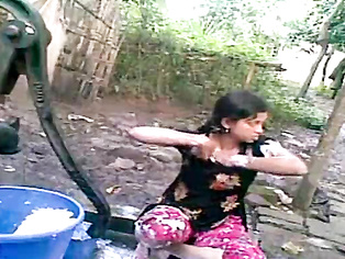 Anushka Open Air Shower - Movies. video2porn2