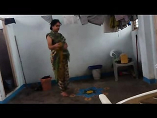 Bhabhi Changing After Shower - Movies. video2porn2