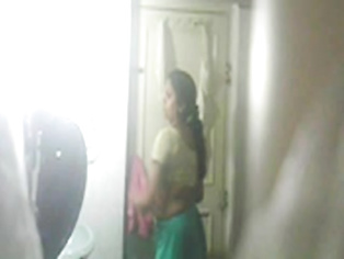 Seema Bhabhi In Shower - Movies. video2porn2