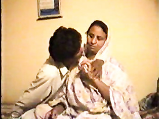 Real sindhi couple from Pakistani small town Nawabshah exposed online.