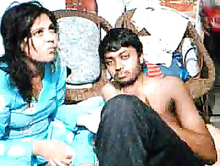 Mature couple of Bhopal having a sex in their bedroom