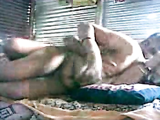 Lucknow couple seducing each other on picnic with family in a hut near gomti river.