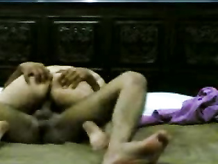 Desperate lahori girl riding on her boyfriend fucking his stiff cock seducing him hard.