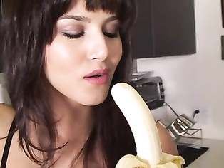Hot hot indian pornstar Sunny Leone teaching yougn girls how to give a blowjob.