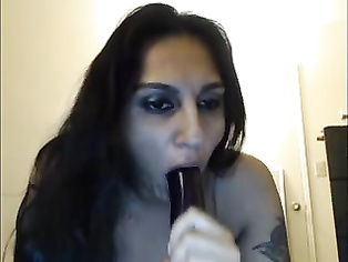 Delhi bhabhi doing live cam show from her bedroom sucking a big dildo pretending to give a blowjob to live public.