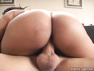I want to bury my face in her ass while she sucks him off