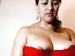 Busty boobs Sumitra aunty in her 2nd mms clip.