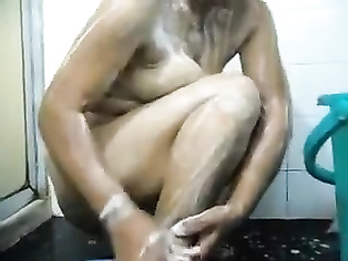 Indian gujju bhabhi bathing.