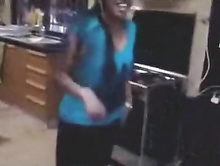 Tamil girl nude dancing on cam.