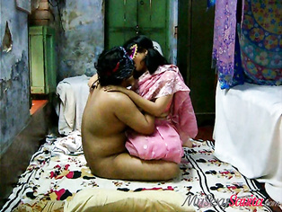 Watch as this India most favorite amateur sex bomb Savita, see what she can do in front of the camera.