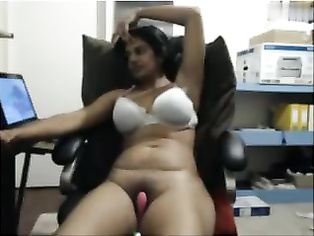 Tamil Cougar On Cam Masturbating On Chair Part-1