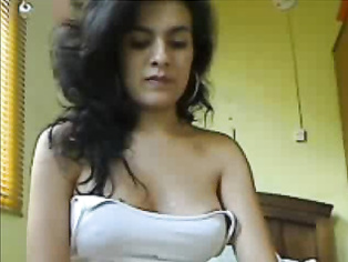 Sexy girl showing her self on cam.