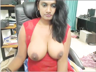 Hot Rehana lucknow babe showing her big sexy boobs on cam.