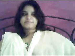 Maya Indian college babe recording her self video stripping naked leaked online from her smart phone
