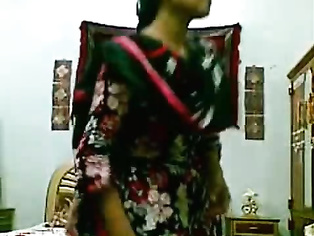 Farah hot girl from karachi, pakistan shooting her own video getting naked and dressed up agian.