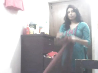 Punjabi housewife from Delhi cleavage show recorded by her neighbor while she was hanging her laundry