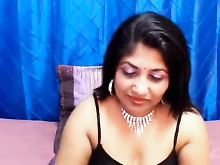 Indian Bimbo On Live Cam - Movies.
