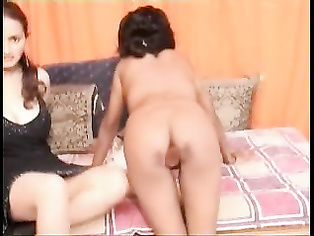 Bangladeshi bhabhi sucking dick and giving awesome blowjob during oral sex session till the guy cums in her hands in this MMS