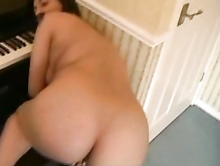 Indian housewife from London, UK working in super market Tesco showing her mature pussy on camera.