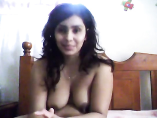 Indian MILF fingering herself on cam.