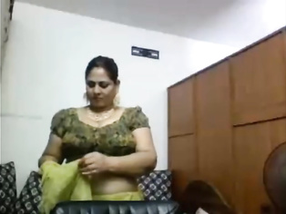Webcam Aunty Changing