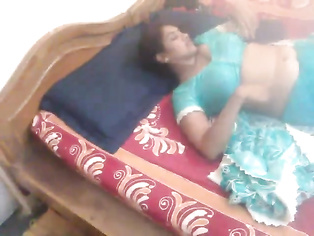 Tamil Bhabhi In Sari Masturbation