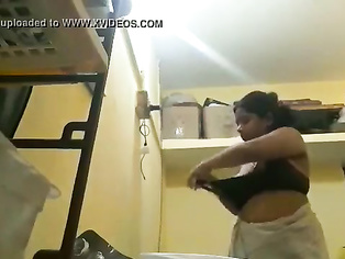 Desi aunty with bigboobs recording herself when wearing ghetto bra after bath