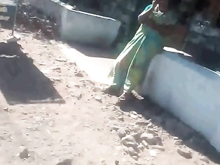 SATIN SILK SAREE INDIAN AUNTY FINGERING HER CUNT IN PUBLIC