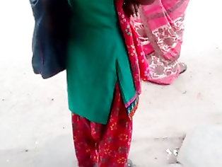 Indian nymphos girl sexy view in busstop (cute closeup) part 2