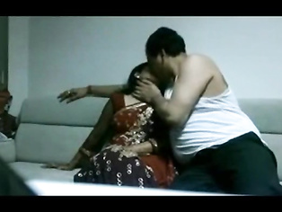 Desi tamil housewife in saree fucking Husband in house